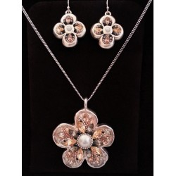 Beautiful handmade Flower pendant Necklace and Earrings