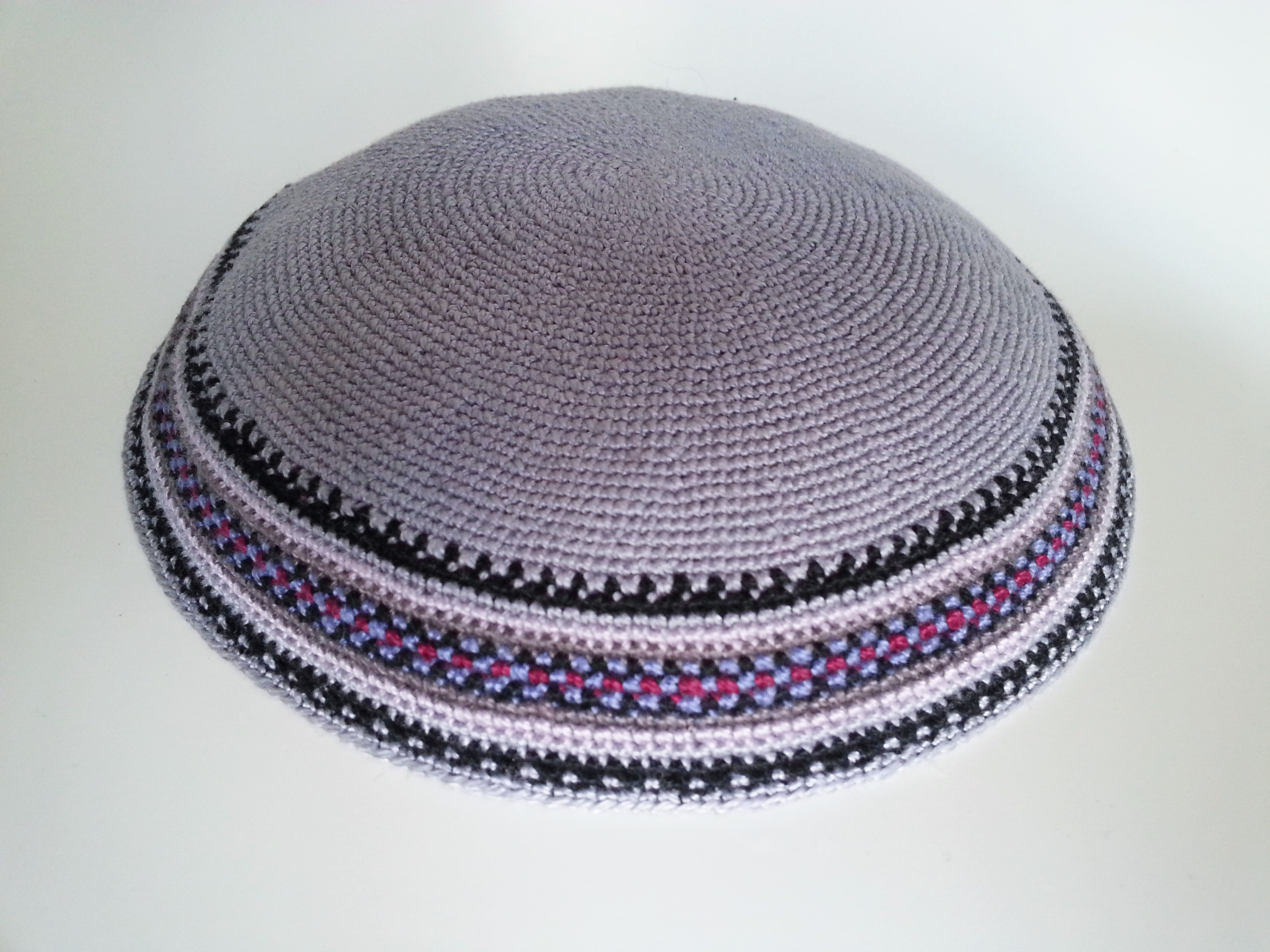 Large Grey Classic Knitted Kippah with patterned border - Silver ...