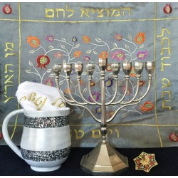 A happy, colorful and practical Hanukka gift set